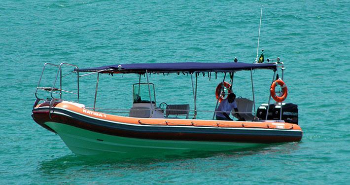 Para quem vai hospedar-se em Araçatiba e arredores, poderá realizar passeios neste barco. Clique na foto