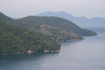 Vista do lado esquerdo da Enseada de Araçatiba