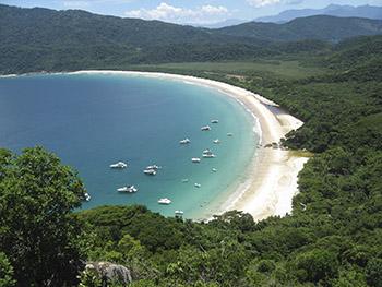 Contemplação da praia no alto do Mirante de Lopes Mendes