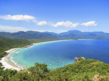 Praia do Aventureiro e seus lindos tons de azul e águas cristalinas