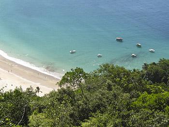 Início da Praia do Aventureiro vista do Mirante da Sundara