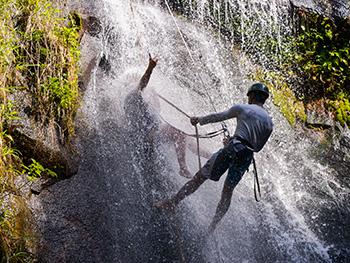 Rapel na Cachoeira da Feiticeira - Ilha Grande - RJ
