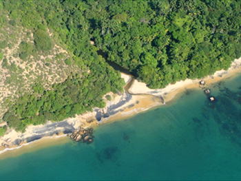 Vista aérea da Praia Preta - Ilha Grande - RJ