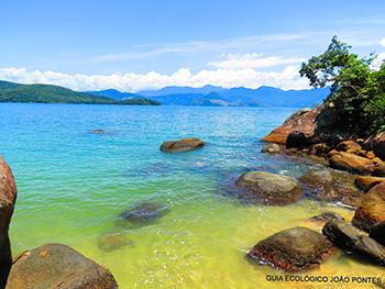 Praia da Feiticeira com suas águas convidativas para um mergulho