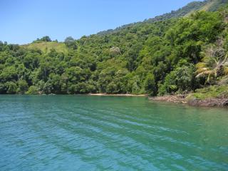 Praia do Marinheiro vista de um barco