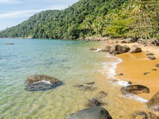 As águas da Praia do Arrecifes são extremamente cristalinas