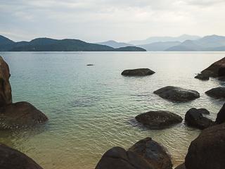 As águas cristalinas favorecem a prática do snorkel / flutuação